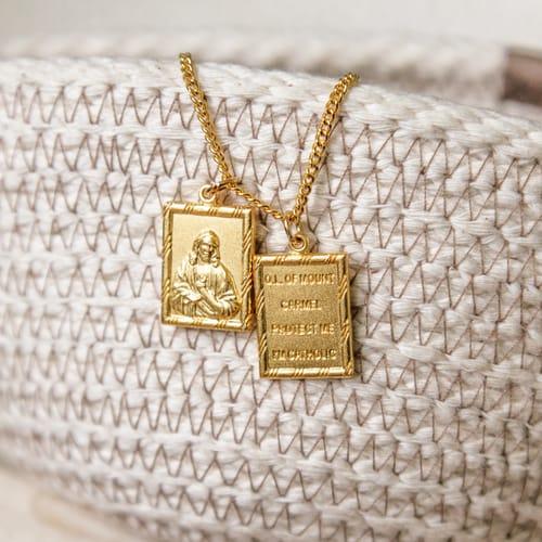 Gold Scapular Of The Sacred Heart Of Jesus The Catholic