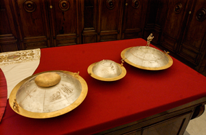 Conclave Urns
