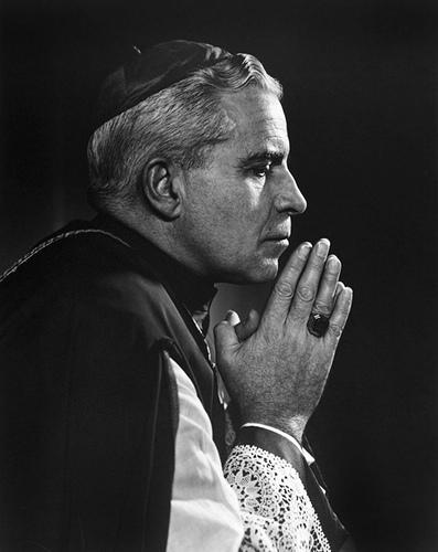 Fulton Sheen in prayer