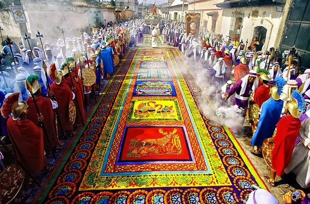 Lent Procession with carpets in Guatemala. Image source: http://www.cucuruchoenguatemala.com/
